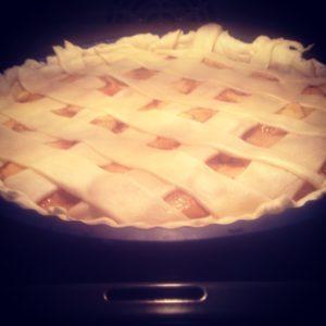 Tarta de manzana en el horno