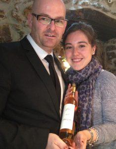 Con la botella de nuestro amigo Nicolás