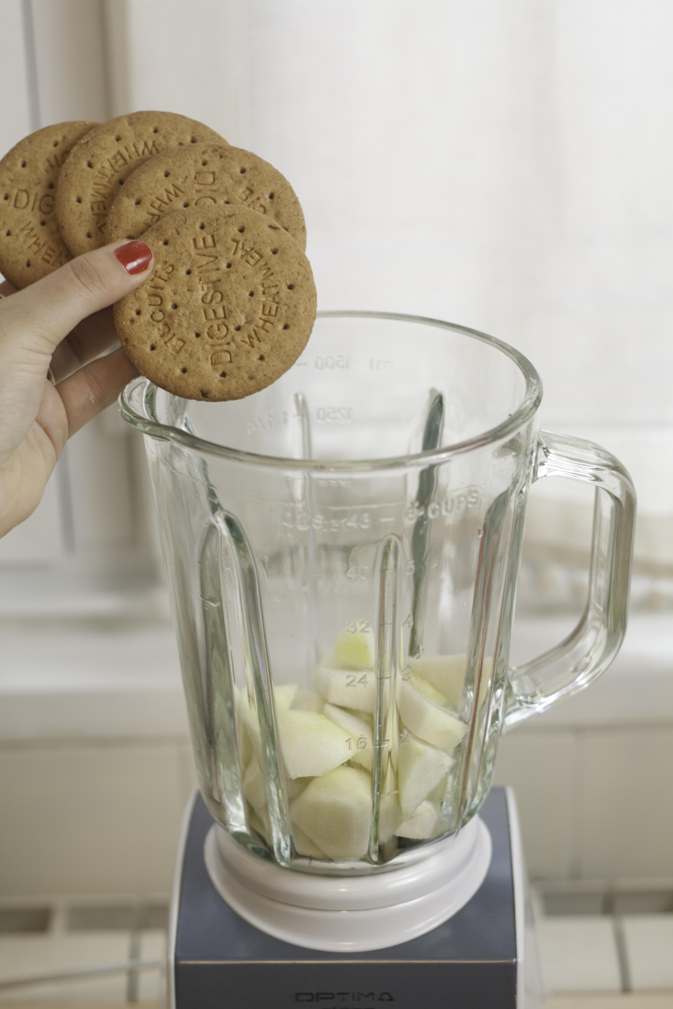 Añadimos galletas digestive para nuestro batido energético