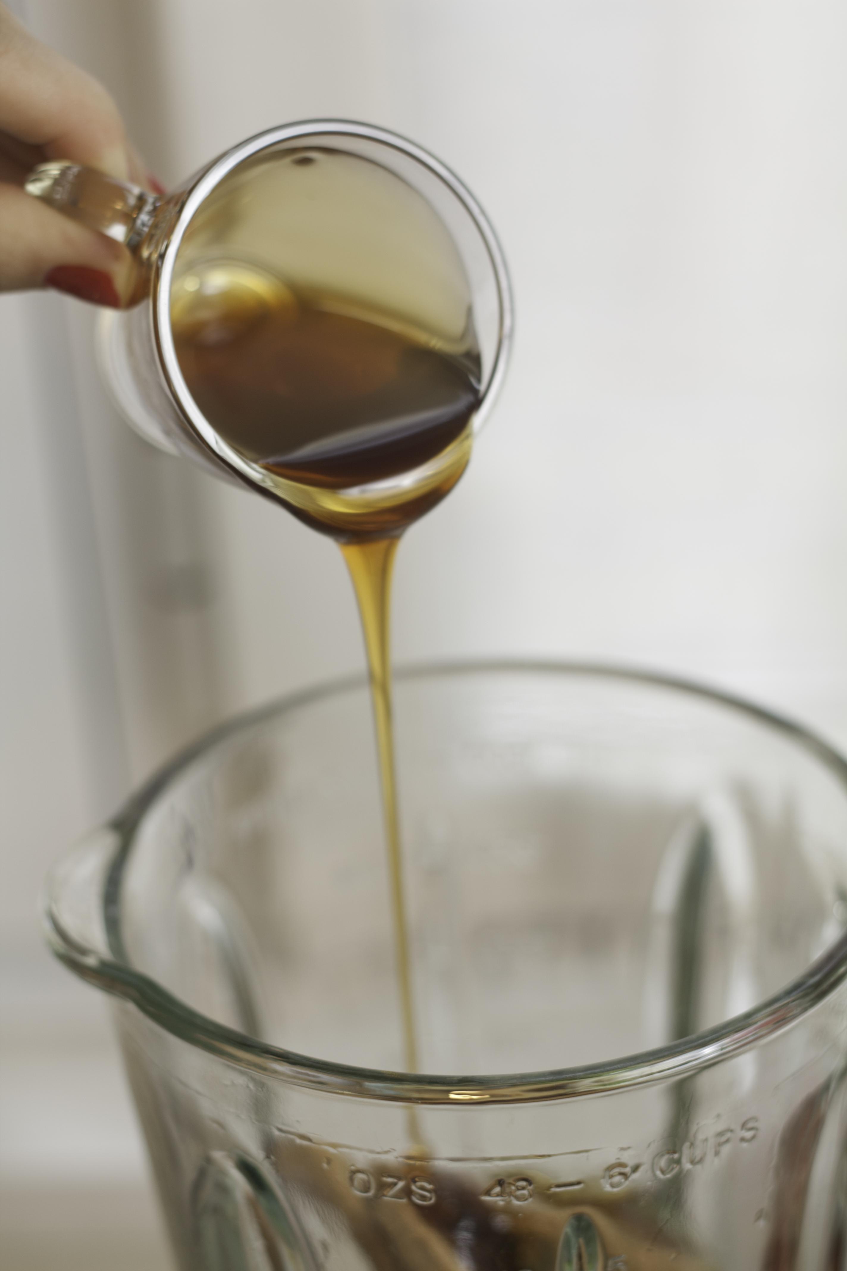 Añadimos un poco de miel a nuestro batido energético