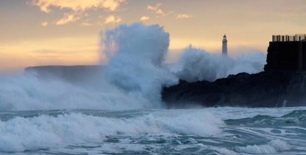 Bocamar, olas de mar en el centro de Oviedo
