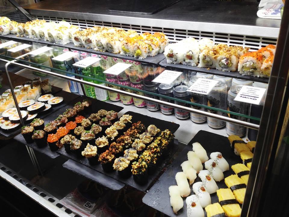El Sirenito en Gijón. Sushi para llevar y  servicio a domicilio. Con lo que me gusta el sushi ya estoy tardando en caer en la tentación.