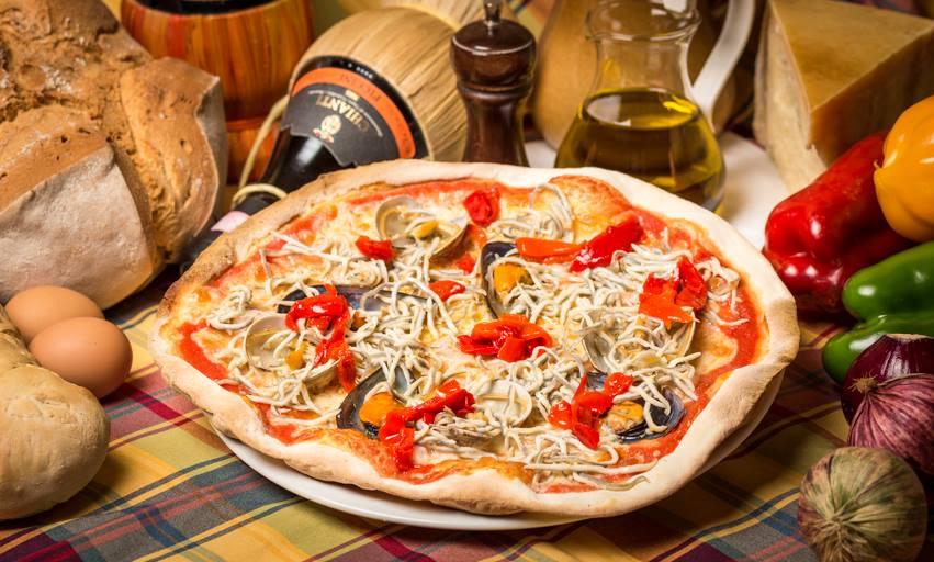Il Focolare en Aviles. Por lo visto una pizza maravillosa y un 100% italiano. ¡Tengo muchas ganar de ir y ver si es una verdadera pizza italiana!