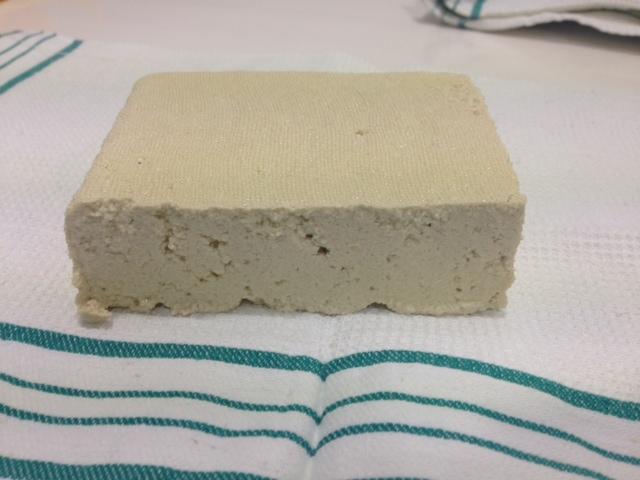 Cortamos en laminas el tofu