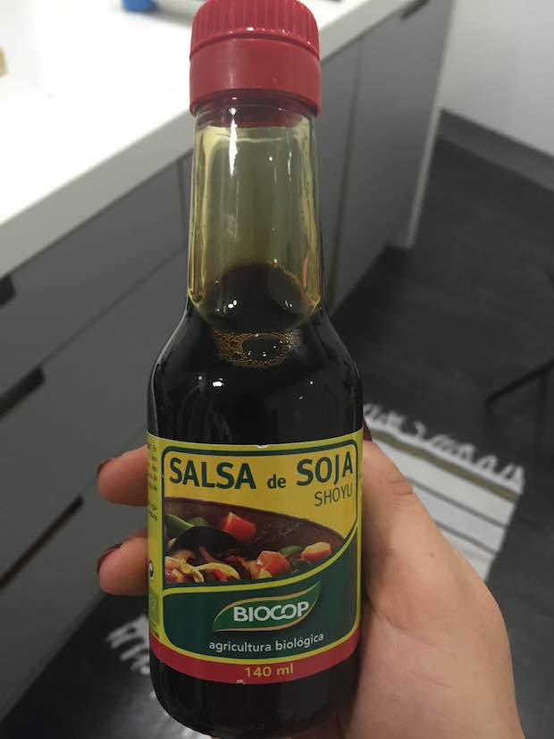 Utilizaremos también un poco de salsa de soja en crudo. La de la foto es mi preferida.