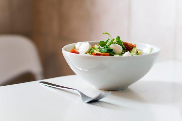 ¿Por qué seguimos comiendo a pesar de estar llenos?